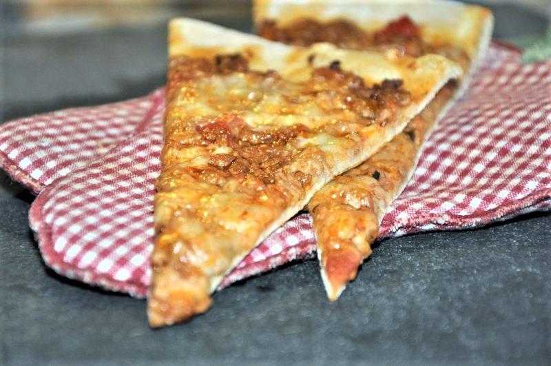 Pizza med k�dsovs