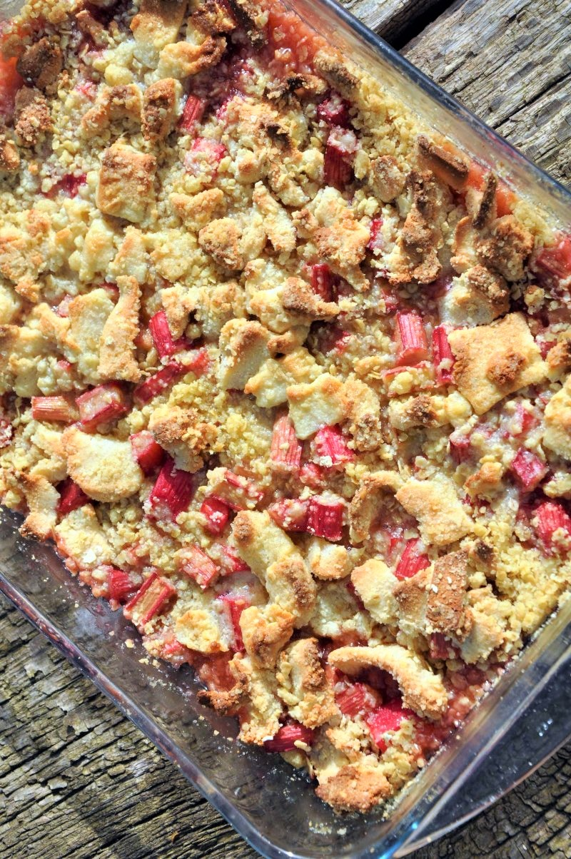 Rabarber crumble med marcipan chunks