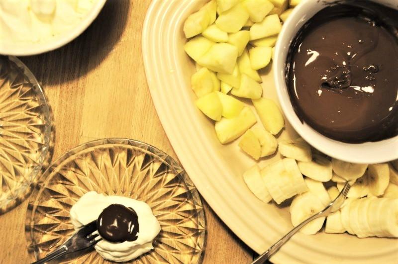 Chokolade fondue med flødeskum - børnene elsker det