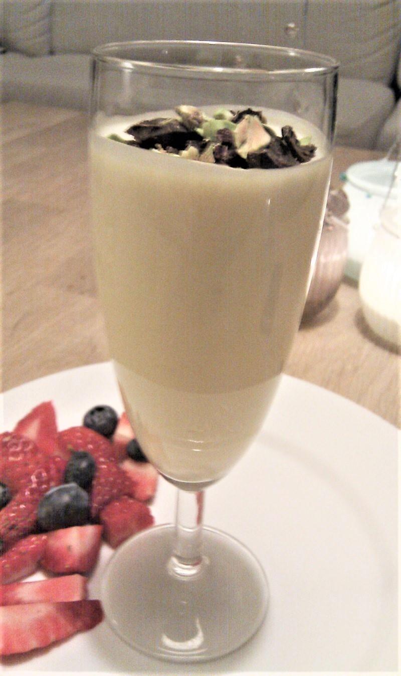 Hvid chokolademousse m. jordbær