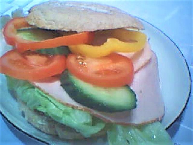 Frokostbolle Med Kalkunbryst & Grønt