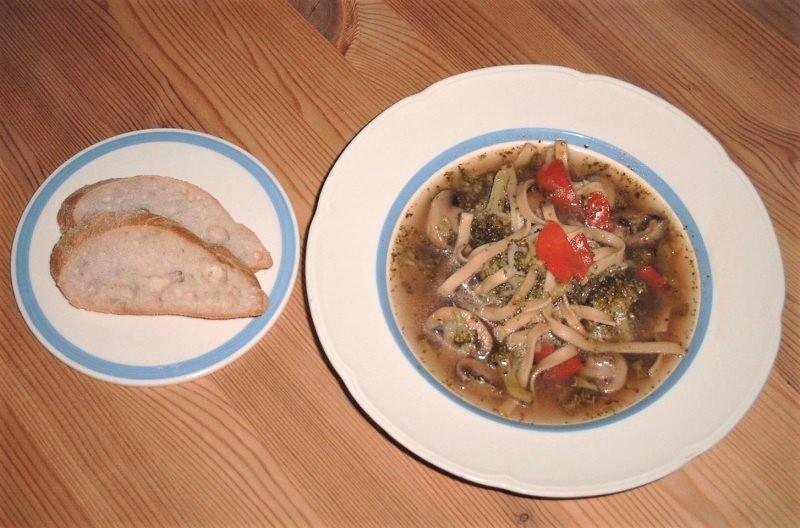 Krydret grønsagssuppe med pasta