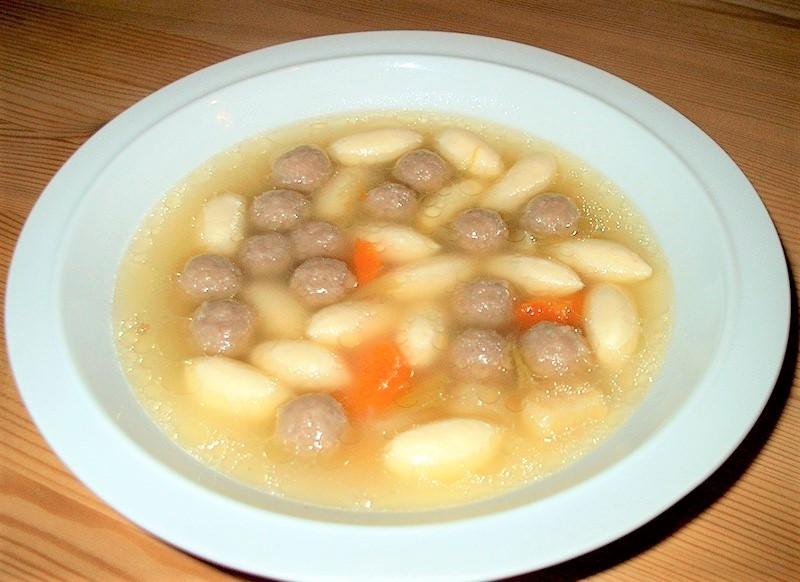 Karrysuppe med kokosm�lk og citrusk�dboller