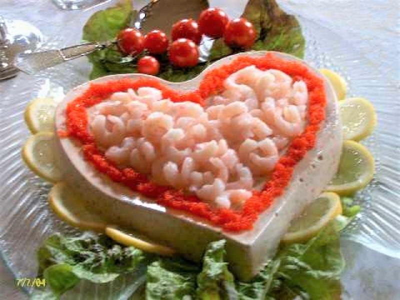 Tunmousse med rød kaviar.
